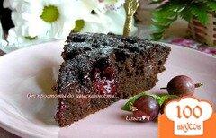 Фото рецепта: «Шоколадный манник с крыжовником и вишней (в мульти)»