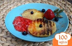 Фото рецепта: «Ананас-гриль с клубничным соусом и корицей»