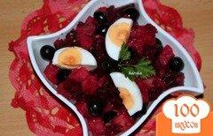 Фото рецепта: «Салат из картофеля и свеклы с маслинами»