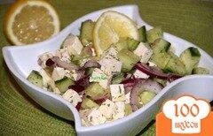 Фото рецепта: «Салат из огурца и феты со сладким луком»