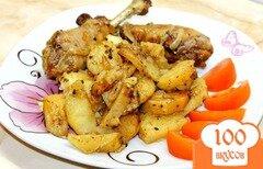 Фото рецепта: «Сытный ужин из запеченных куриных ножек и картофеля»