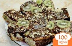 Фото рецепта: «Бисквитный торт с творожной начинкой и киви в шоколаде»