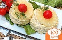 Фото рецепта: «Салат с ананасом, сыром и чесноком»