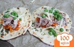 Фото рецепта: «Закуска из куриного мяса с морковью и горошком»