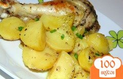 Фото рецепта: «Маринованное мясо птицы в кефире запеченное с картофелем»