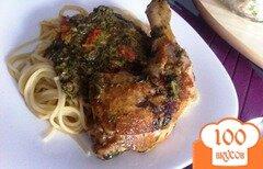 Фото рецепта: «Куриные окорчка в соусе из шпината»
