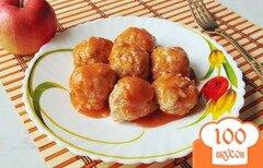Фото рецепта: «Тефтели с яблоками и сыром в соусе»