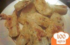 Фото рецепта: «Картофель запеченный в соусе из кефира и адыгейского сыра»