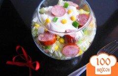Фото рецепта: «Салат с кукурузой и копчеными колбасками»