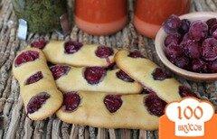 Фото рецепта: «Печенье с вишней приготовленное на рассоле»