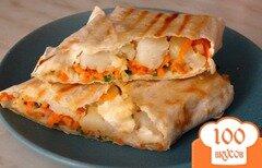 Фото рецепта: «Домашняя шаурма с копченой курицей и корейской морковкой»