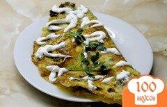 Фото рецепта: «Омлет с мясным фаршем и сыром с зеленью»