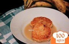Фото рецепта: «Сырники с бананом и карамельным соусом»