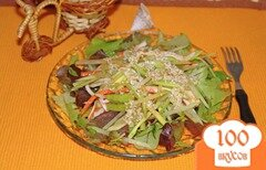 Фото рецепта: «Салат из крабовых палочек с зеленой редькой»