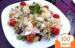 Фото рецепта: «Овощной салат с куриным филе и киви»