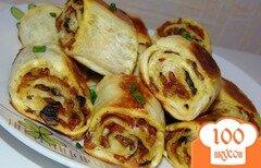 Фото рецепта: «Быстрые булочки-рулеты с шампиньонами и твердым сыром»