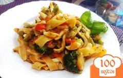 Фото рецепта: «Кальмары с овощами и рисовой лапшой»