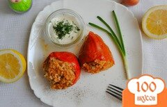 Фото рецепта: «Фаршированные перцы с зеленью и чесночным соусом»