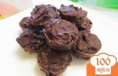 Фото рецепта: «Шоколадные конфеты с черносливом и кунжутом»