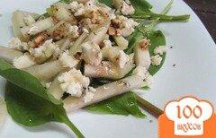 Фото рецепта: «Салат с грушей и сыром с плесенью»