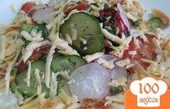 Фото рецепта: «Салат из редиса с огурцом и сыром»