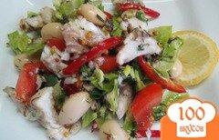 Фото рецепта: «Салат из отварной рыбы с овощами и фасолью»