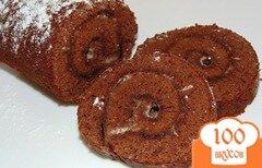 Фото рецепта: «Шоколадный бисквитный рулет со сметанным кремом»