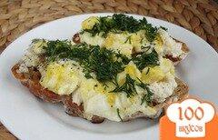 Фото рецепта: «Брускетта с мягким сыром и яйцом»