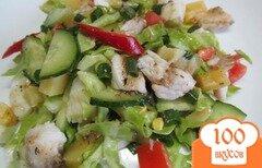 Фото рецепта: «Салат с рыбой капустой помидором и огурцом»