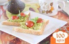 Фото рецепта: «Тосты с авокадо и помидорами черри»