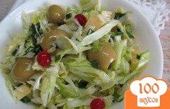 Фото рецепта: «Салат из молодой капусты с оливками и сыром»