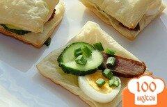 Фото рецепта: «Закуска из слоеного теста с бастурмой»