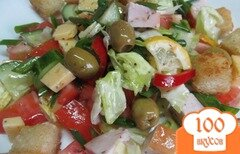 Фото рецепта: «Салат из овощей курицы с сухариками»
