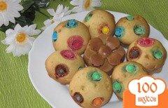 Фото рецепта: «Кексы с белым шоколадом и М&Мs»