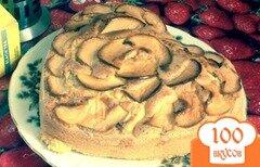 Фото рецепта: «Бисквитный пирог с зелеными яблоками»