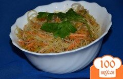 Фото рецепта: «Салат из фунчозы, зеленой редьки и моркови»