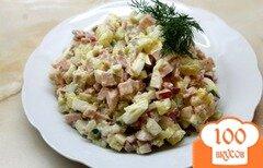 Фото рецепта: «Салат с редисом, яйцом и колбасой»