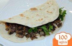 Фото рецепта: «Тонкий домашний лаваш с начинкой из шампиньонов и сыра»