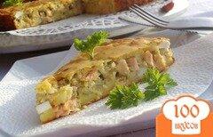 Фото рецепта: «Пирог с красной рыбой, рисом и зеленью»