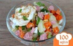 Фото рецепта: «Салат из овощей с сардельками и яйцом»
