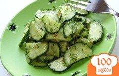 Фото рецепта: «Салат из огурца с медовой заправкой»