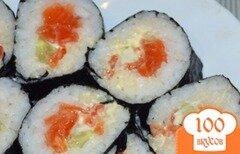 Фото рецепта: «Роллы с семгой и авокадо»