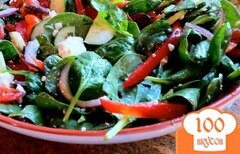 Фото рецепта: «Салат из шпината с огурцами, помидорами и фетой»
