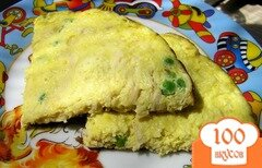 Фото рецепта: «Омлет с курицей, сыром и зеленым горошком»