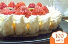 Фото рецепта: «Торт-безе со взбитыми сливками и клубникой.»