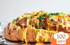 Фото рецепта: «Хлеб, запеченный с сыром, зеленью и чесноком»