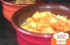Фото рецепта: «Картофель с тушенкой в горшочках»