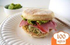 Фото рецепта: «Сэндвич с гороховой пастой и ветчиной»