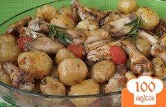 Фото рецепта: «Куриные крылышки запечённые с картофелем и помидорами»