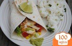 Фото рецепта: «Рыбные тако под соусом из авокадо»
